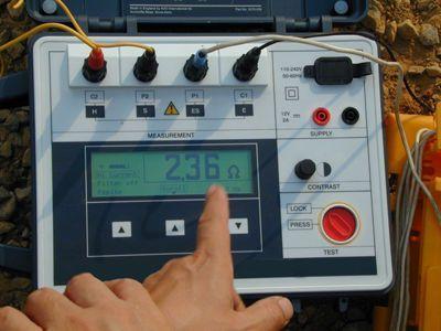 离子接地极安装完毕进行电阻测试
